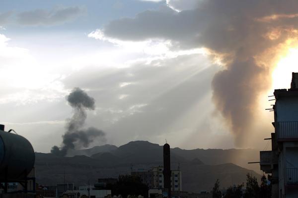 عقب إسقاط طائرة استطلاعية.. انفجارات تهز العاصمة صنعاء
