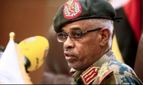 السودان.. بن عوف يترك رئاسة المجلس العسكري وتعيين المفتش العام للجيش