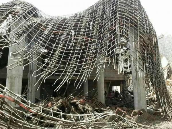 انهيار مسجد بشبوة بعد لحظات من إكمال أعمال التسطيح (صور)