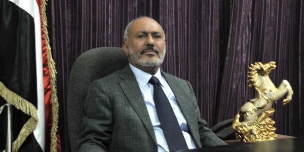الرئيس صالح يعزي بوفاة اللواء محمد حاتم الخاوي