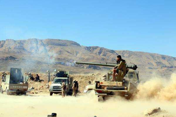 الجيش يصد هجوماً وتسللاً بمأرب ويقتحم مواقع بالجوف
