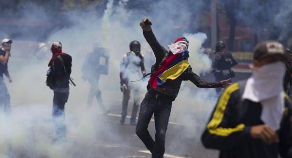 مقتل ثلاثة أشخاص في مواجهات بين الشرطة والمعارضة في فنزويلا