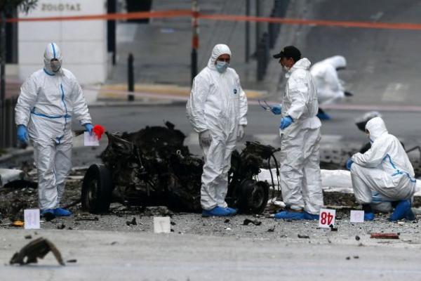 انفجار داخل مصرف في أثينا