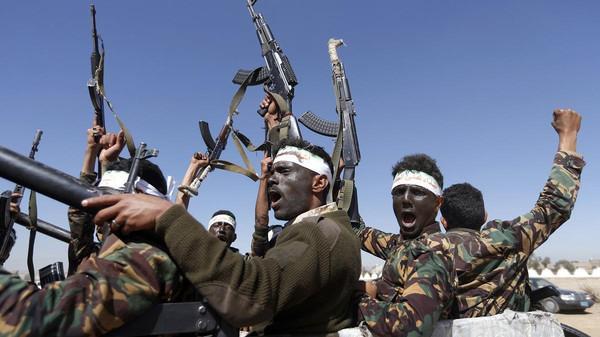 سماع دوي انفجار كبير من أحد معسكرات المليشيا برداع في البيضاء
