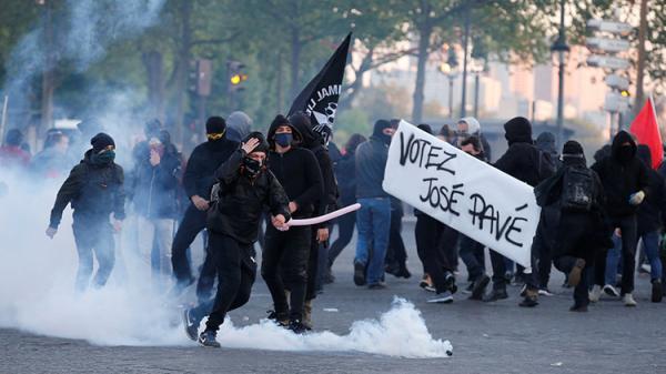 الشرطة تستخدم القوة لتفريق الاحتجاجات في باريس