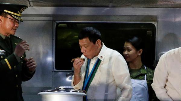 رئيس الفلبين: بالخل والملح سأكل أكباد الإرهابيين!