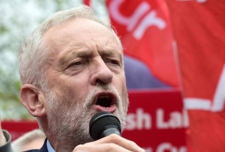 كوربين قد يعلق مشاركة بريطانيا في الضربات الجوية بسوريا إذا فاز بالانتخابات