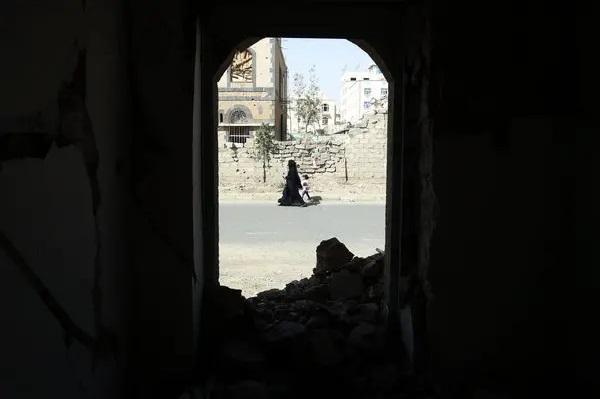 قدم 3 سيناريوهات لنهاية الصراع.. تقرير دولي: الحرب في اليمن محت مكاسب 20 عاماً من التنمية وقتلت ربع مليون شخص