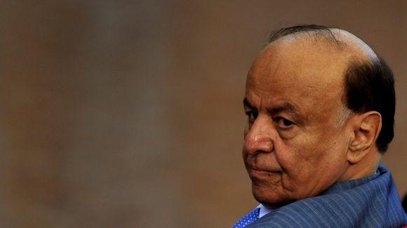 هادي ينعش &#34صراع يناير&#34 بقرار يطيح بمحافظ عدن