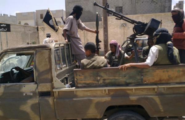 عيدروس الزبيدي لصحيفة &#34ذي ايكونوميست&#34: هادي يجند مقاتلين للقاعدة