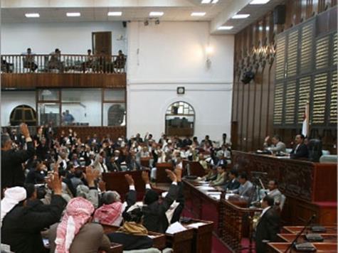 الحكومة تلتزم للبرلمان بصرف رواتب موظفي الدولة