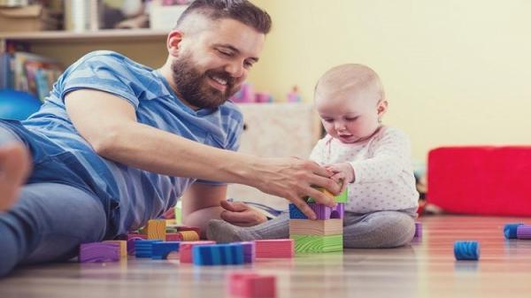 دراسة: تفاعل الآباء مع أطفالهم يجعلهم أكثر الذكاء