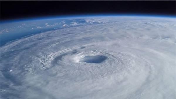 ثقب آزون هائل في الغلاف الجوي للأرض يبدأ بالزوال تدريجيا