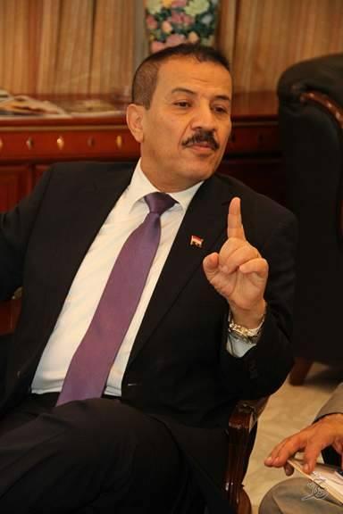 وزير الخارجية يكشف عمليات تعذيب بحق أسرى يمنيين.. «غوانتانامو في البحر الأحمر»