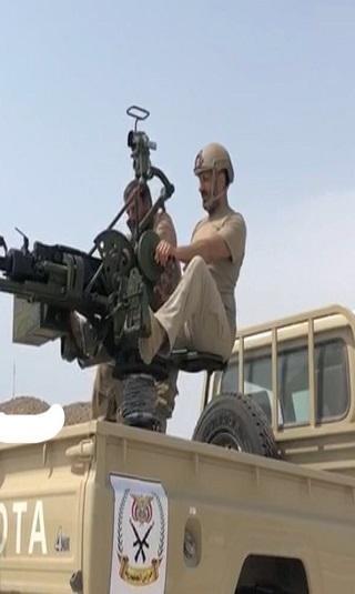 العميد طارق صالح يتقدم الصفوف في معارك الساحل الغربي (صورة)