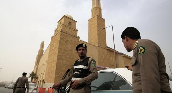 السعودية تلقي القبض على 7 أشخاص للاشتباه في تواصلهم مع جهات خارجية