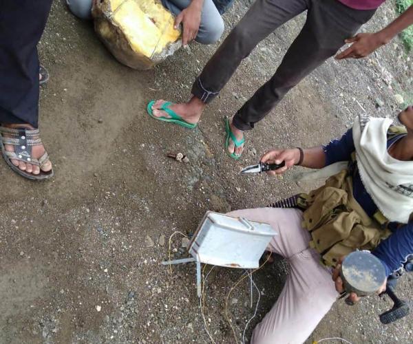 الفرق الهندسية تواصل نزع الغام الحوثيين من غربي تعز