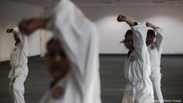 في حربهن على التحرش.. مصريات يتعلمن فنون قتال إندونيسية