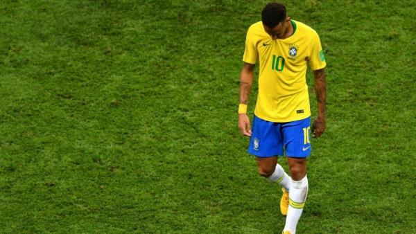البرازيل تسحب شارة القيادة من نيمار لسوء سلوكه خلال نهائي كأس فرنسا