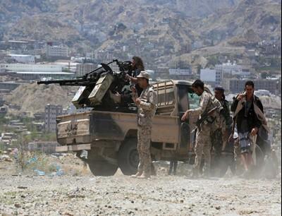 """""""الإصلاح"""" يوقف جبهة نهم بالتزامن مع سحب الحوثي مقاتليه منها إلى الحديدة"""