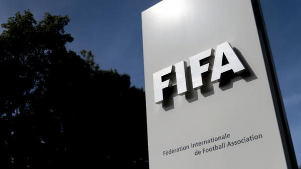 الفيفا يقرر إيقاف رئيس الاتحاد الغاني بعد الكشف عن أكبر فضيحة فساد في كرة القدم الأفريقية