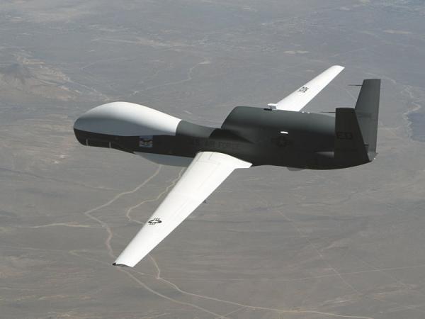 خلال 24 ساعة.. الدفاعات تسقط بدون طيار وتصيب طائرة حربية تابعة للعدوان