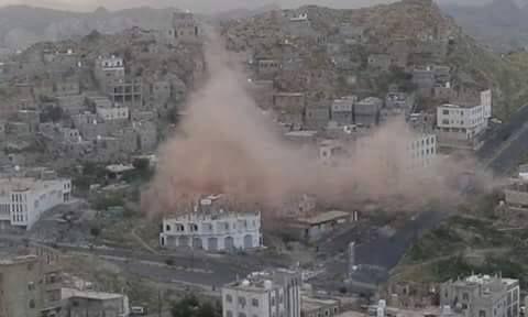 إصابة ٦ مواطنين بمقذوف حوثي استهدف حياً سكنياً بمدينة تعز
