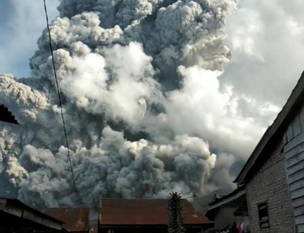 إندونيسيا تحذر من احتمال وقوع ثورات بركانية أخرى في سومطرة
