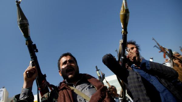 بقوة السلاح.. مليشيا الحوثي تفرض على المواطنين دفع مبالغ مالية تحت مسمى مجهود حربي