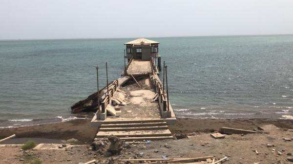 قصف بحري يستهدف تجمعات المليشيا في دريهمي الحديدة