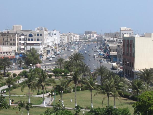 قيادات ومشرفو الحوثي يسارعون إلى بيع عقارات في مدينة الحديدة يدعون امتلاكها