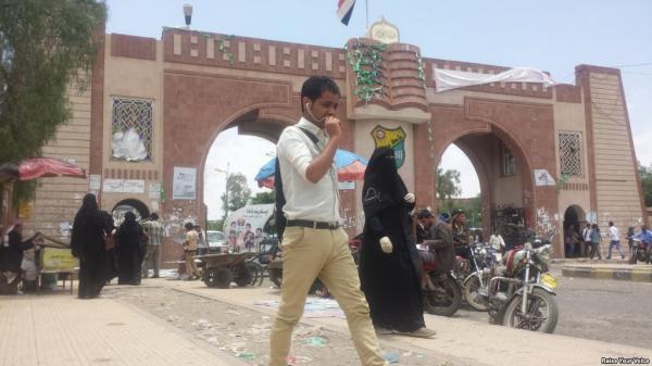 مليشيا الحوثي تتلاعب بمقررات جامعة صنعاء بمعلومات مغلوطة عن الوحدة وأهداف الثورة (صور)