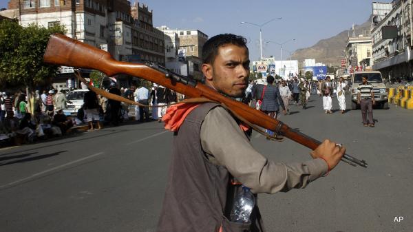 مليشيا الحوثي تستبعد 25 ألف موظف مدني من كشف الراتب كمرحلة أولى تتبعها مراحل