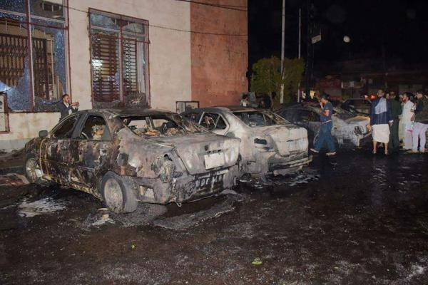 إعطاب مركبات جراء حريق بمركز تجاري ومحطة بصنعاء (صور)