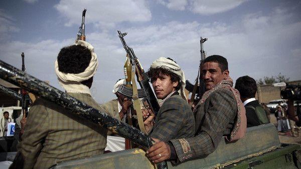 مسلح حوثي قريب أحد قيادات المليشيا يقتل بائع خضار وسط سوق شعبي بذمار