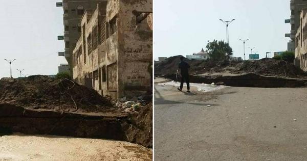 مليشيا الحوثي تواصل حفر الخنادق وإغلاق الطرق الرئيسة في مدينة الحديدة