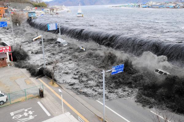 اليابان تطلق تحذيراً من تسونامي بعد زلزال في شمال غربي الأرخبيل
