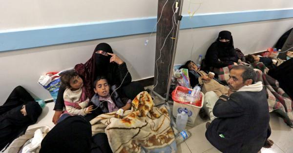 مليشيا الحوثي توقف صرف مستحقات الفرق الميدانية للتوعية حول مرض الكوليرا وتتلاعب بالكشوف