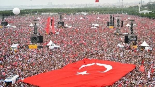 تركيا: اختتام الحملات الانتخابية على وقع سجال حاد بين أردوغان وأنجيه