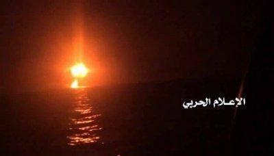 قوات البحرية اليمنية تعلن استهداف سفينة إنزال عسكرية بالسواحل الغربية