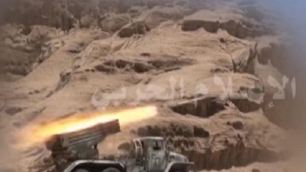 قوات الجيش تقصف تجمعات المرتزقة في خليفين الجوف