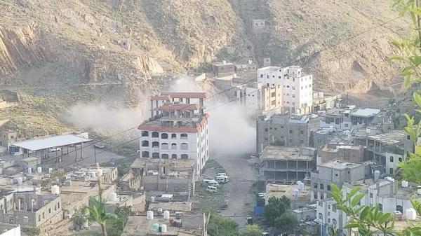 استشهاد طفلة وإصابة 8 آخرين بقصف حوثي طال أحياء سكنية بمدينة تعز