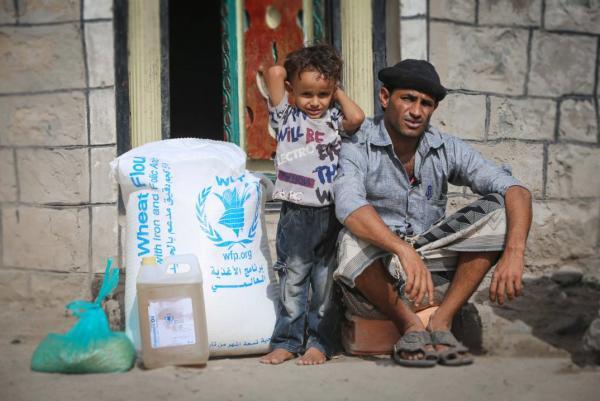 الأغذية العالمي يتهم الحوثيين مجدداً بسرقة شحنة كانت ستطعم 100 ألف عائلة
