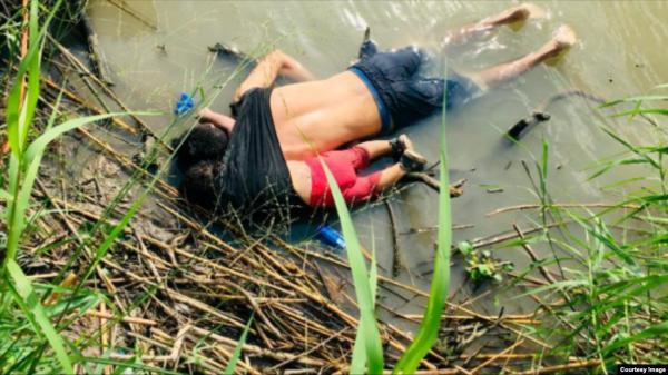 طفلة تلحق بأبيها المهاجر ليموتا معا