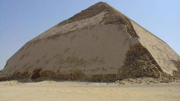 كشف أثري جديد في مصر.. وإعادة افتتاح هرم سنفرو المنحني