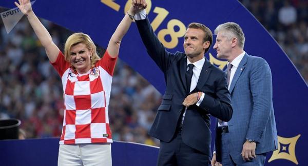 رئيسة كرواتيا تأسر قلوب المعجبين في نهائي كأس العالم