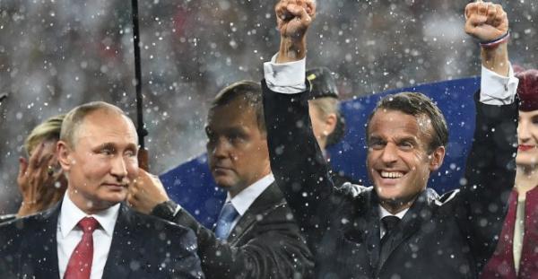 هل يستثمر ماكرون فوز فرنسا بكأس العالم لاستعادة شعبيته ومكانة بلاده الدولية؟