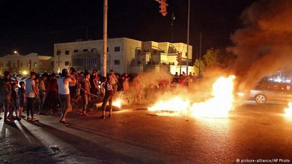 تظاهرات العراق .. غضب يحرق مقرات الأحزاب