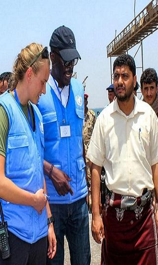 موقع أمريكي مختص يكشف كيف يبتز الحوثيون الأمم المتحدة في موانئ الحديدة.. دخول الغذاء مقابل دخول الأسلحة