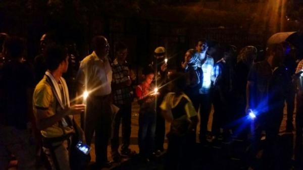 خلل فني يتسبب بانقطاع التيار الكهربائي عن عدد من مديريات مدينة عدن